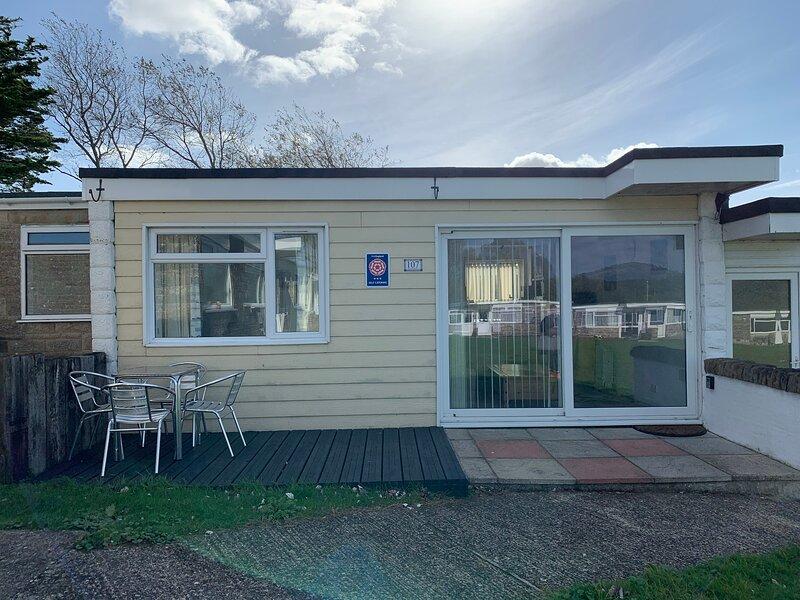 Chalet 107, Sandown Bay Holiday Centre, Sandown, Isle of Wight, location de vacances à Brading