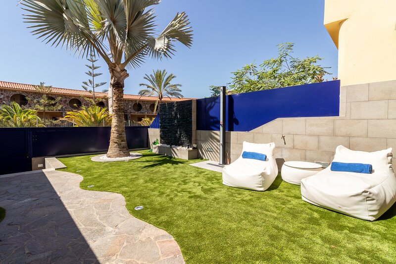Flatguest Bahia Meloneras Deluxe 33 + Pool + Beach + BBQ, holiday rental in Meloneras