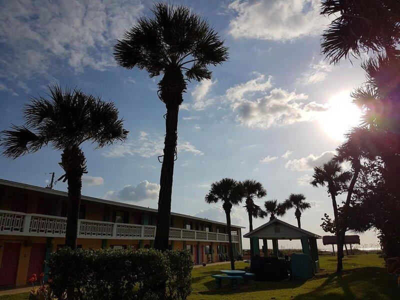 Beautiful Beach! 1 Romantic 1BR Unit, BBQ and Parking., location de vacances à Viera