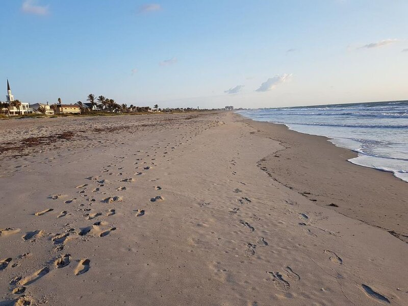Great Find! Two Lovely 2BR Units and Beach Access., alquiler de vacaciones en Viera