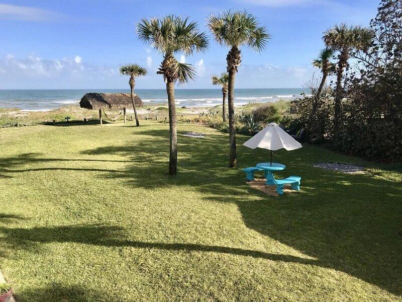 Perfect for Families! 2 Gorgeous 2BR Units and Beach Access., alquiler de vacaciones en Viera