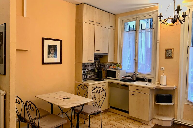 Ideal 2 bedroom apartment in Le Marais just by the Seine, holiday rental in Pantin