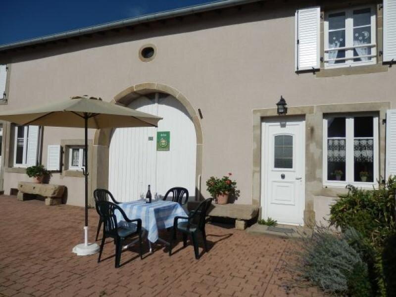 Gîte à Lironcourt, location de vacances à La Roche-Morey