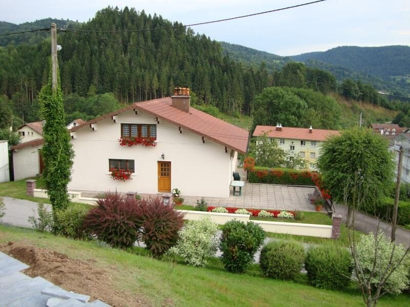 Gîte Chez Annette et Jean-Marie, holiday rental in Champdray