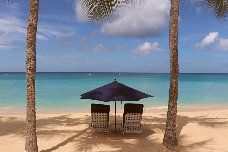 Smugglers Cove 4 - Beach Front - 3 Bedrooms – semesterbostad i Paynes Bay