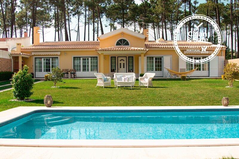 Verdizela Beach&Golf Villa, vacation rental in Barreiro