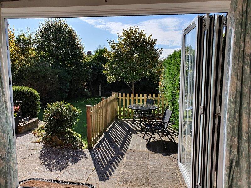 Alexandra Junior 2 bedroom apartment, location de vacances à Shanklin