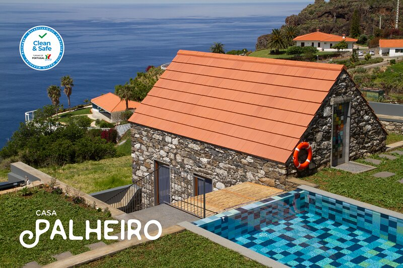 Casa Palheiro at Casas Da Vereda, location de vacances à Estreito da Calheta