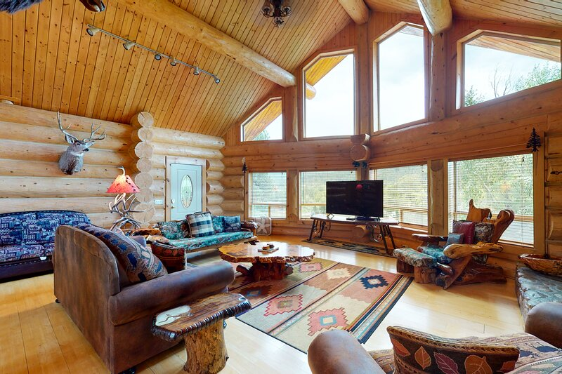 Beautiful riverfront log cabin w/ river & mountain views, firepit, and gas grill, holiday rental in Pagosa Springs