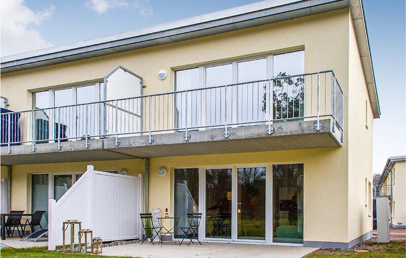 Stunning home in Graaal Müritz with WiFi and 2 Bedrooms (DMK724), holiday rental in Klockenhagen