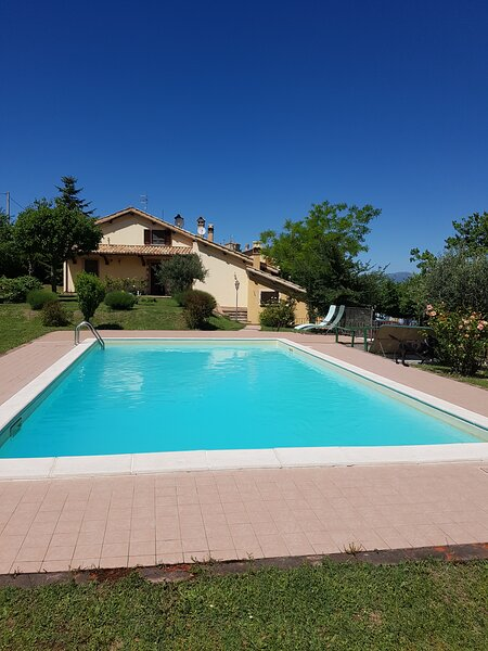 Relaxation by the pool. 5K from the historic town Spoleto., vacation rental in Spoleto