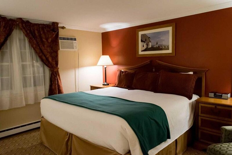 Inn at Swan River - Superior King Room, vacation rental in West Dennis