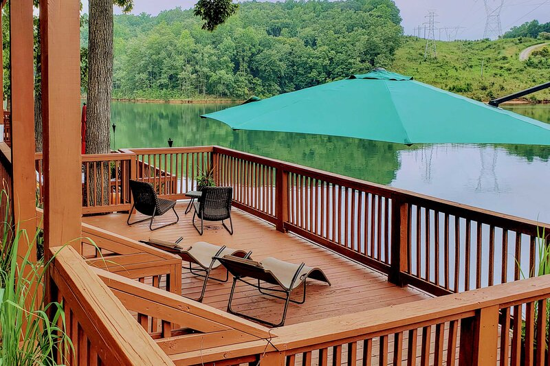 NEW! Lake Keowee Family Townhome on the Waterfront, holiday rental in Six Mile