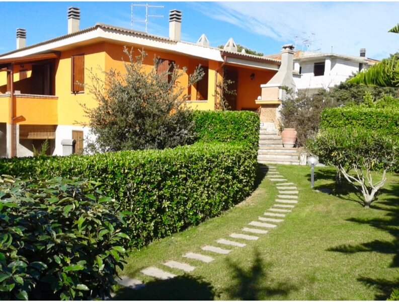 Villa Eden Beach Giuliana for 56 people near the beach, holiday rental in Marina di Sorso