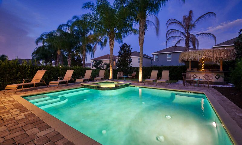 Tiki Paradise - 8 Bed/7 Bath House Near Disney. Private Outdoor Tiki Bar & Pool, holiday rental in Reunion
