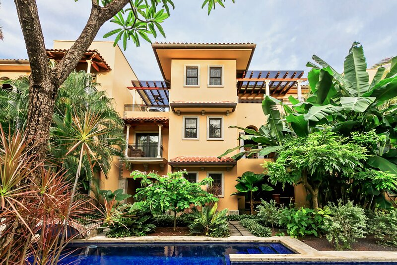 Comfortable 3beds Pent-house at Playa Langosta, holiday rental in Playa Langosta