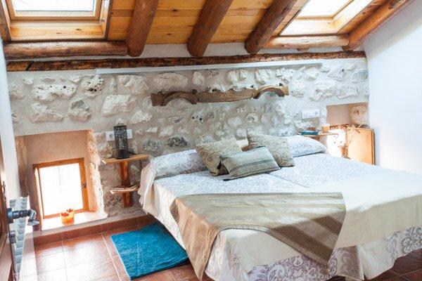 Amplia casa rural de 100 años restaurada accesible y sostenible., casa vacanza a Aguilafuente