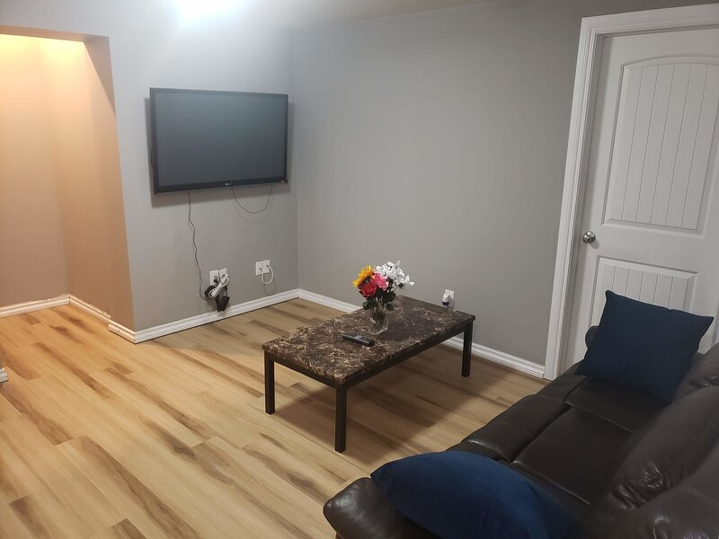 2BR Apt Ideal for Long Stays,  with Driveway Parking, holiday rental in Fort McMurray