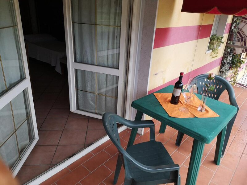 Ca Del Sasso room for 4 people, holiday rental in Bussolengo