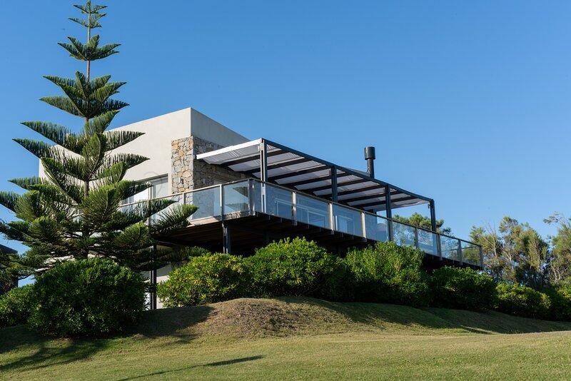 Ocean view House in Punta del Este! Walk to Beach, vacation rental in Manantiales