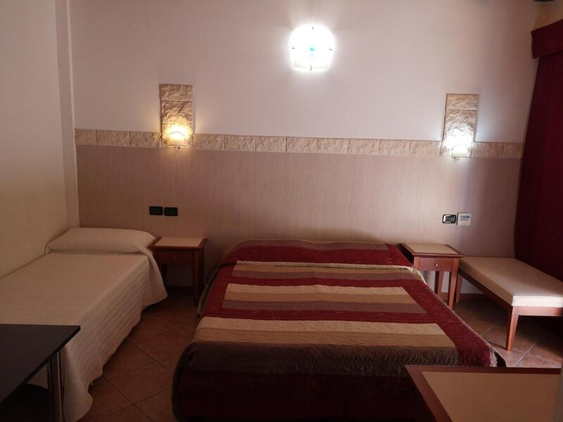 Ca Del Sasso Room 21, holiday rental in Bussolengo