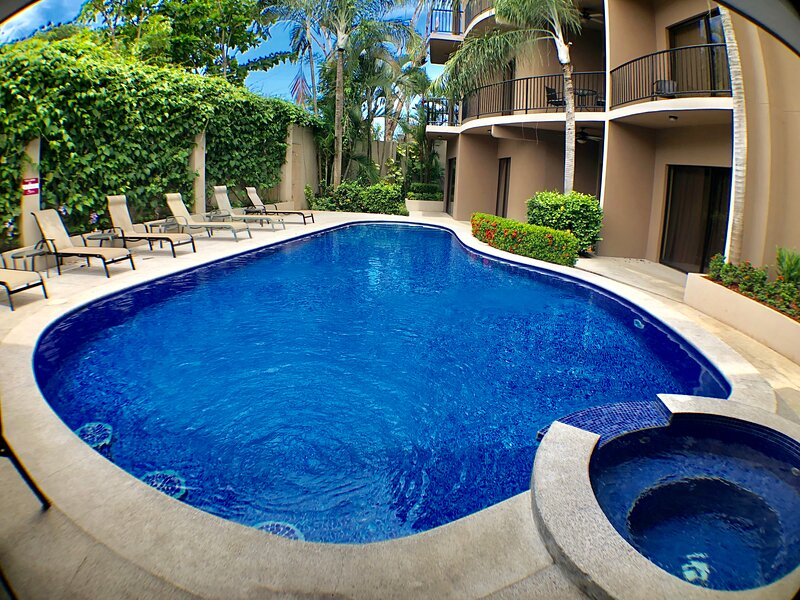 Luxury 3 bedrooms Condo right in town, vacation rental in Jaco