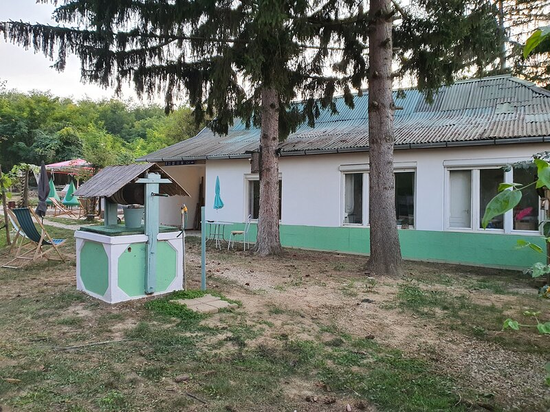 Hungarian Country Lodge - Rose Guestroom, vacation rental in Hogyesz