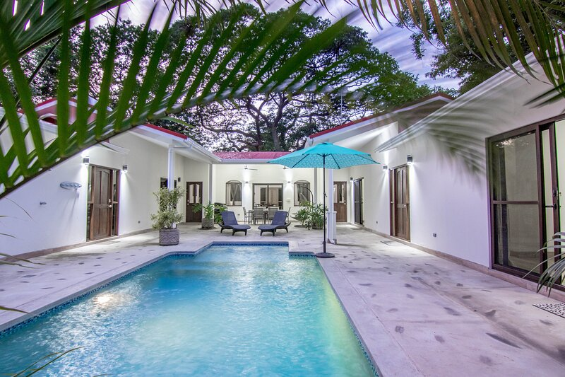 A block to beach - House with private pool in Hacienda Iguana, vacation rental in Playa Gigante