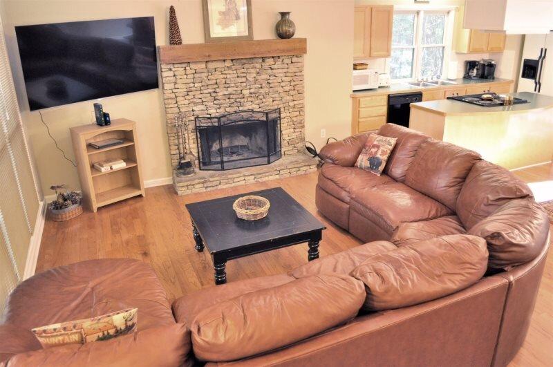 Bear Creek Retreat - New Rental Home in Big Canoe, holiday rental in Jasper