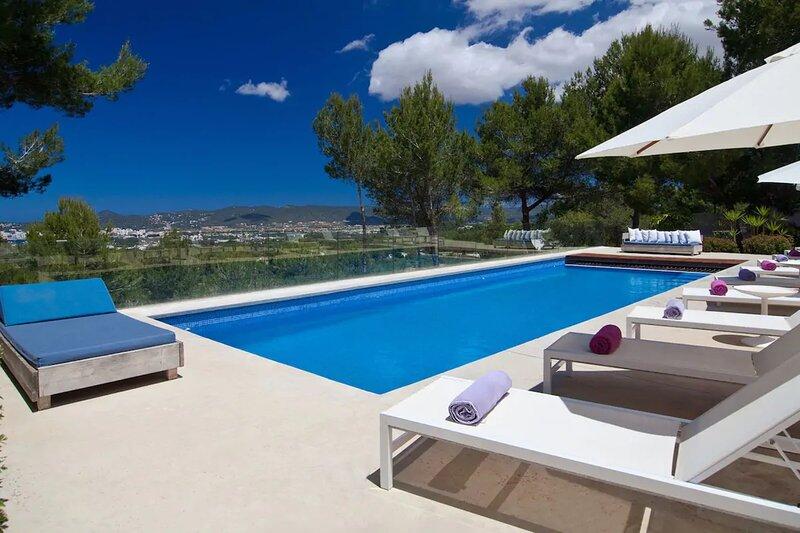 Villa - 6 Bedrooms with Pool, WiFi and Sea views - 108718, alquiler vacacional en Sant Agustí des Vedrà