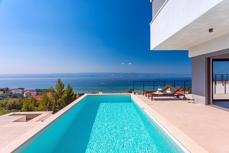 NEW! Seaview Villa Vivra with 4 en-suite bedrooms, gym, and private pool, holiday rental in Dugi Rat