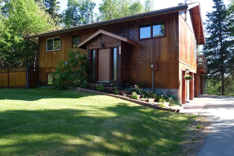 True Alaskan 2 bedroom 2 bath home in the trees, casa vacanza a Clam Gulch
