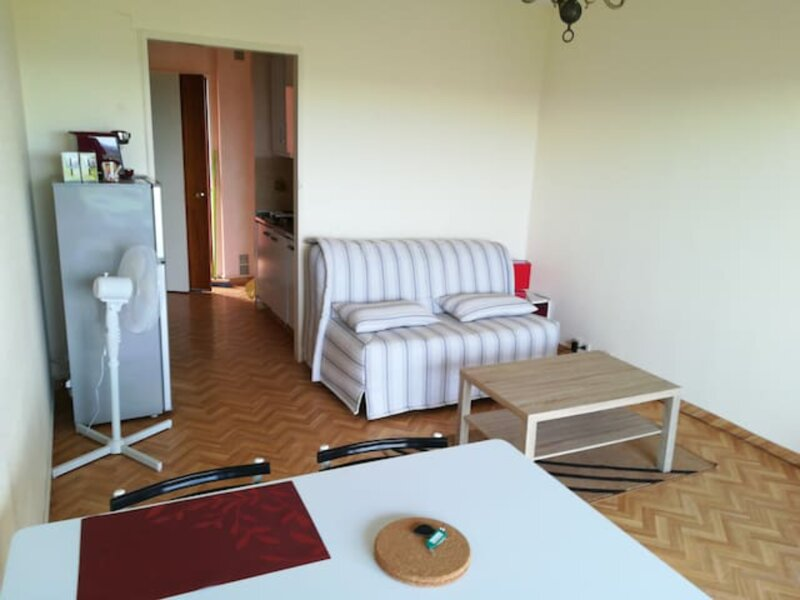 Amazing studio with balcony, holiday rental in Bourre
