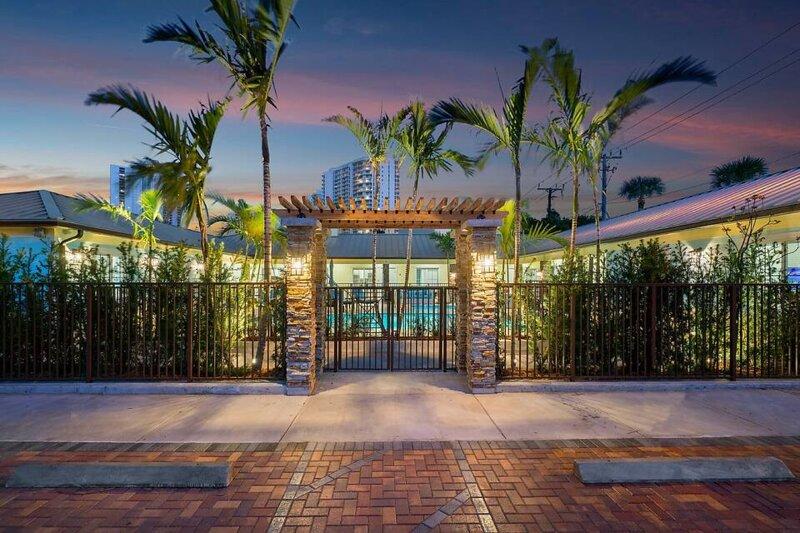 Bermuda Bungalows #1 (Singer Island Beach Getaway), casa vacanza a Lake Park
