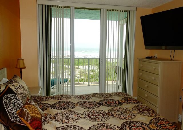 FLAWLESS Direct Oceanfront 2 BR Condo!, location de vacances à Viera
