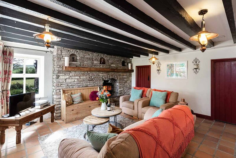 Coachmans Cottage - MAGICAL HIDEAWAY FROM ANOTHER TIME, holiday rental in Ventry