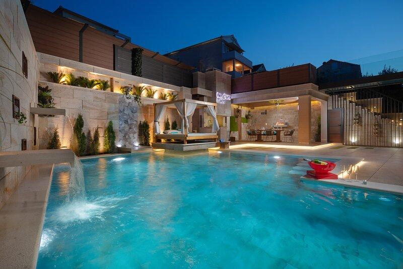 Villa Arbanessa with Heated Pool, alquiler de vacaciones en Arbanija