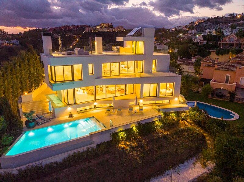 Stunning brand new villa for rent in la Quinta, casa vacanza a Benahavis