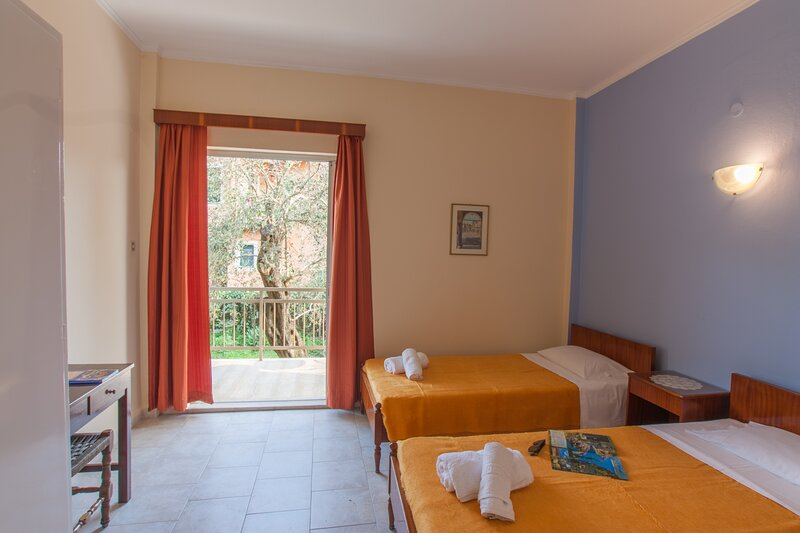 Corfu Maria apartments near the beach, vacation rental in Ipsos