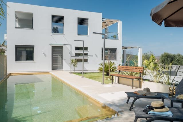 Alyona Villa with Private Pool, Garden and playground, alquiler vacacional en Zourva