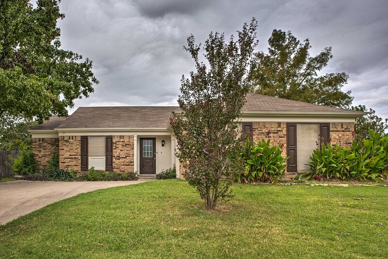 NEW! Ranch Home < 9 Mi to Fort Worth Stockyards!, location de vacances à Blue Mound