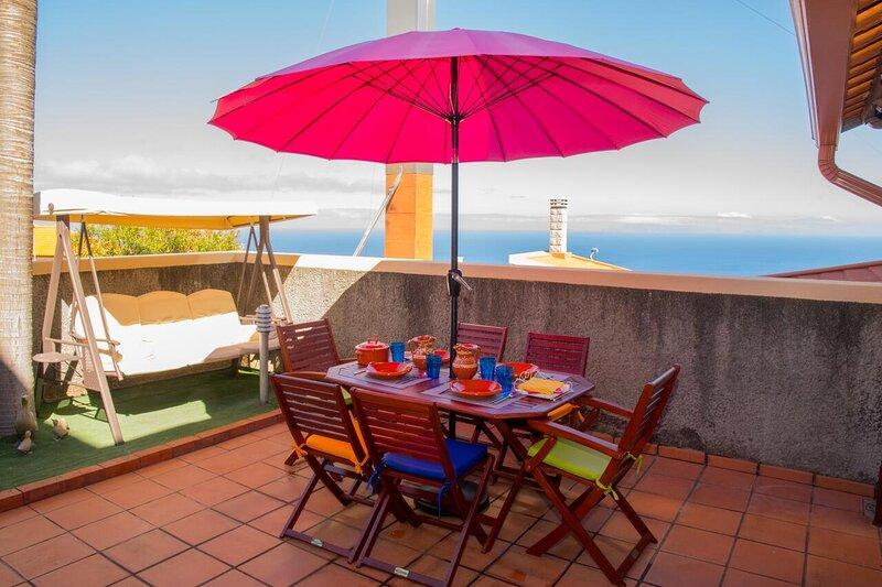 Spacious house with sea view & Wifi, casa vacanza a Santo Antonio da Serra