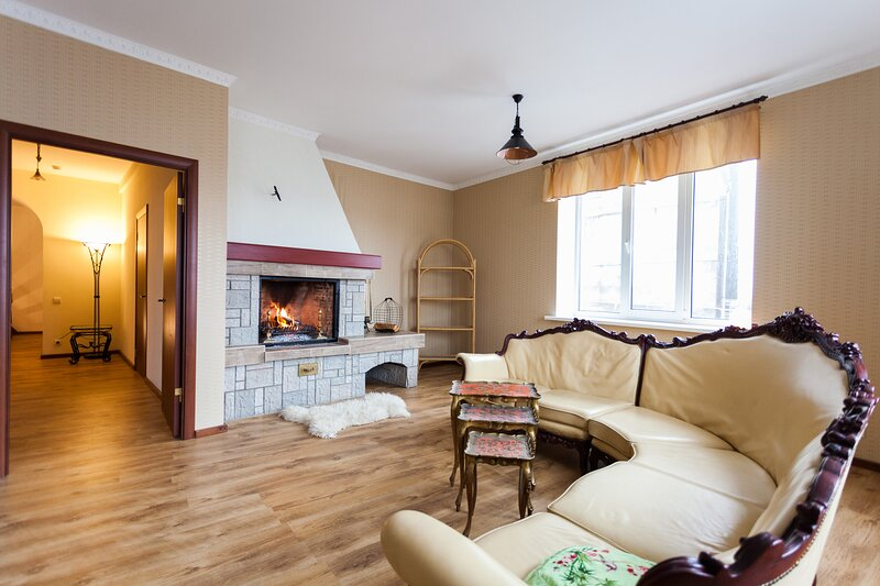 Riverwalk - private house with closed yard, fireplace and riverview, vacation rental in Riga Region