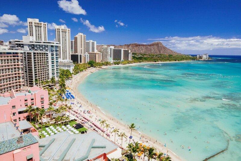 Waikiki Beach Adventure! 2 Fantastic 1BR Suite! Pool, Beach, Restaurant/Bar, aluguéis de temporada em Kahala