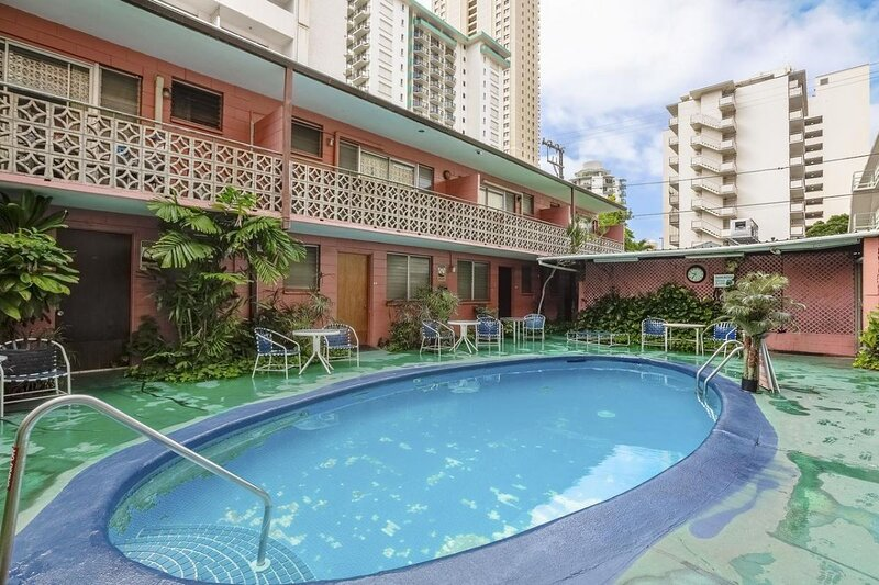 Amazing Deal! Cozy and Clean Studio Suite & Pool, holiday rental in Kahala