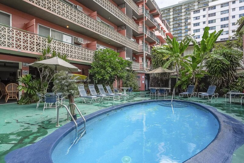 Waikiki Getaway! Lovely Unit for 2, Swimming Pool, location de vacances à Kahala