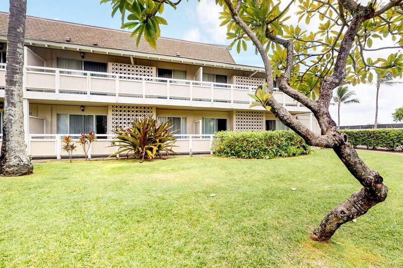 Two Cozy and Modern Units, Pool, Restaurant, Parking, holiday rental in Wailua