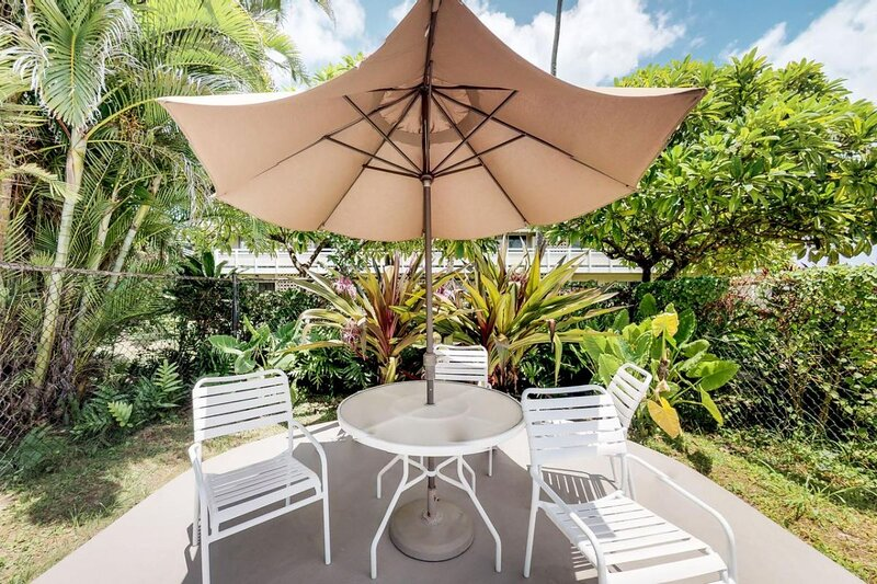 Ideal Beach Vacation! Unit for 4! Parking! Pool!, holiday rental in Wailua