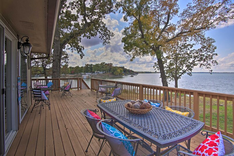 NEW! Grand Lake Waterfront Home: Shared Boat Ramp!, holiday rental in Fairland