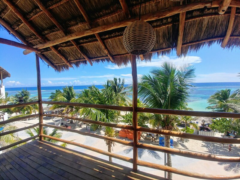 Puntaala House Front The Beach, holiday rental in Mahahual